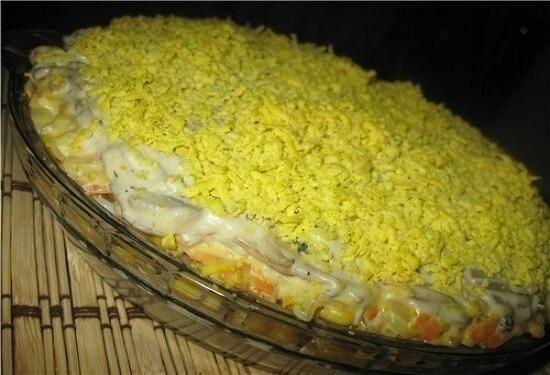 Необычный салат с кальмарами и грибами «Сытный»