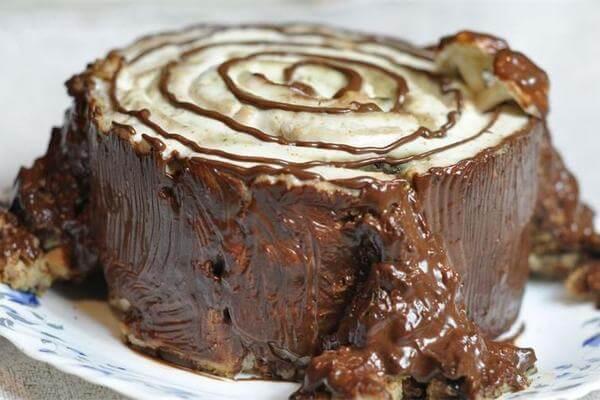 Праздничный торт «Трухлявый пень» с сухофруктами