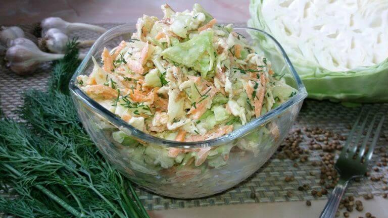 Новый салат из капусты  и моркови без майонеза, с омлетными блинчиками