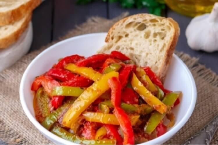 Итальянская «Пеппероната» из болгарского перца