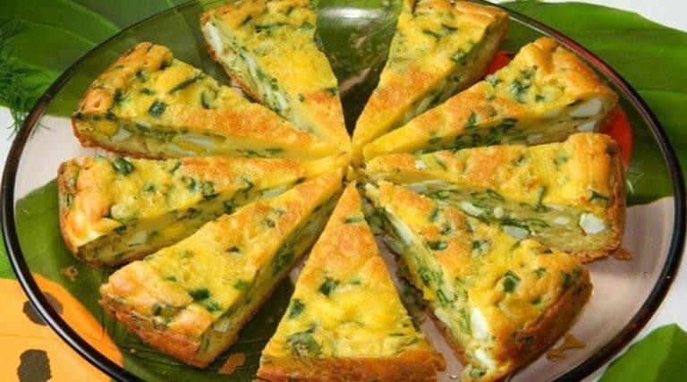 Очень простой, вкусный пирог с яйцом и зеленым луком