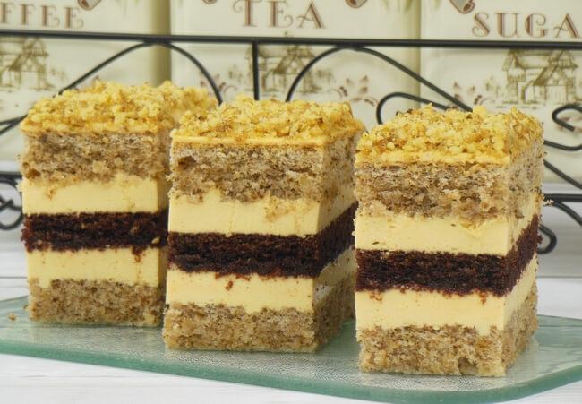 Ореховое пирожное с какао и лимонным кремом
