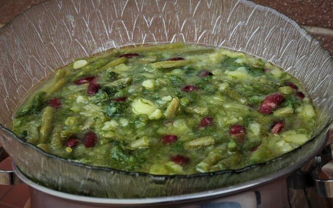 Постная похлебка на базе салатного цикория и картофеля