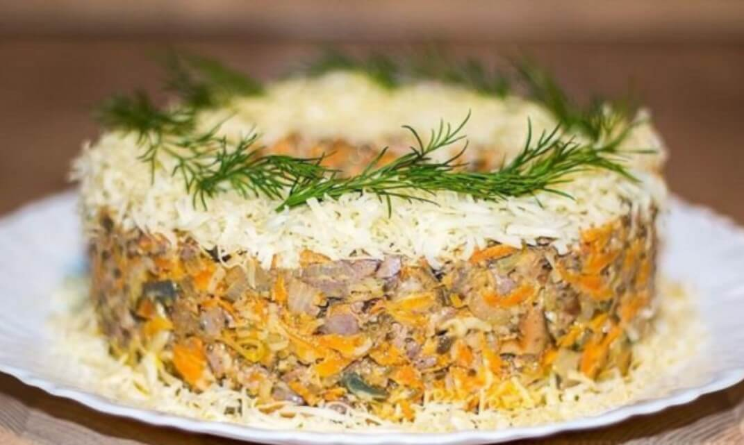 Салат из печени и грибов «Довольный муж»: пошаговый рецепт