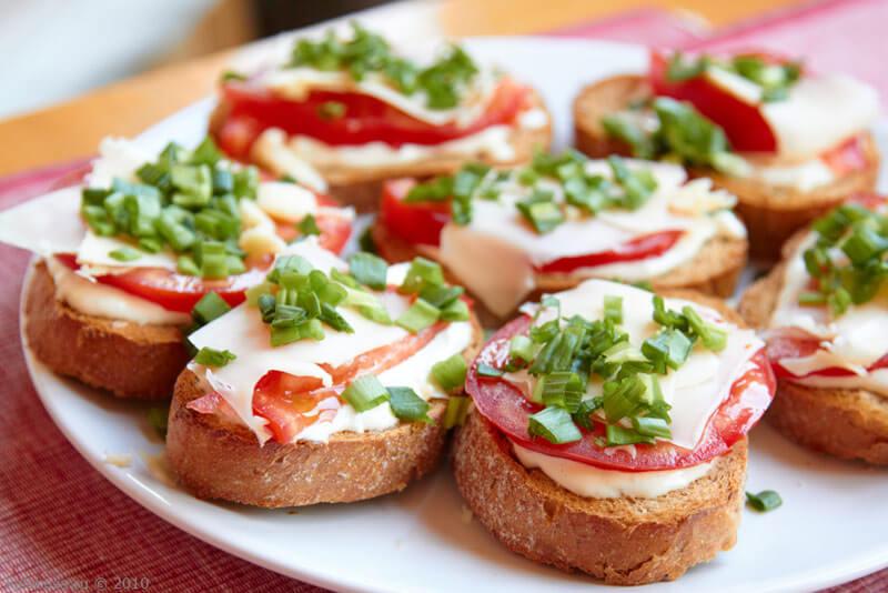 ТОП-7 идей: праздничные бутерброды для Новогоднего стола 2020