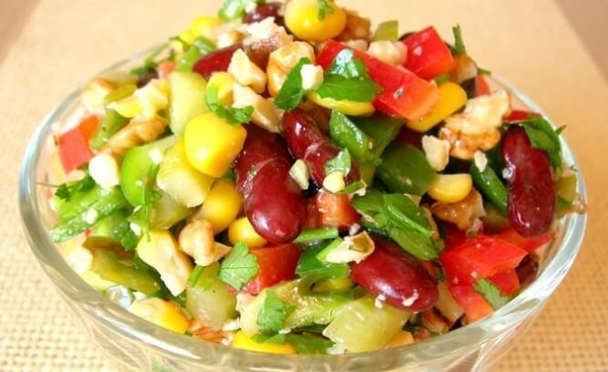 Простой и вкусный салат Мазурка с фасолью: пошаговый рецепт
