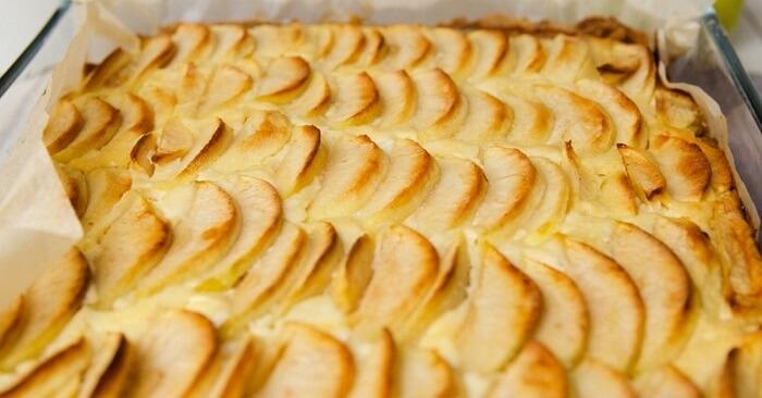 Рецепт яблочного пирога с творогом и ароматом корицы