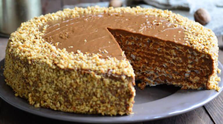 Рецепт приготовления вафельного торта со сгущенным молоком и орехами без выпечки