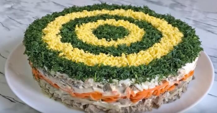 Салат «Восторг» с куриной печенью: пошаговый рецепт