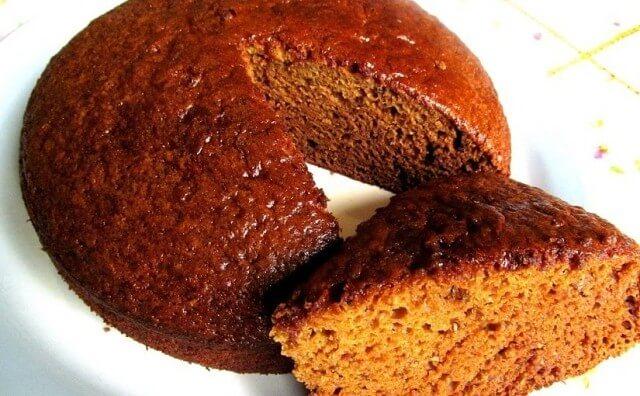 Как приготовить быстрый и легкий пирог на кефире с вареньем