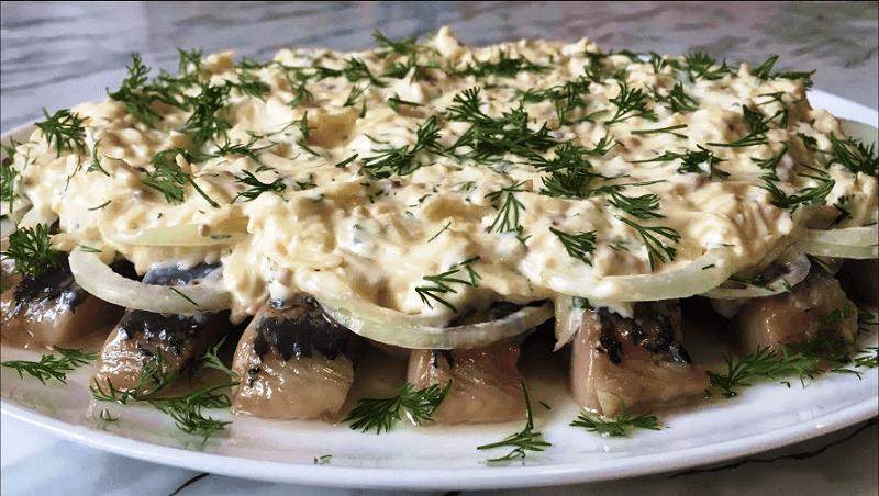 Селедка под сырным соусом — невероятно вкусная закуска!
