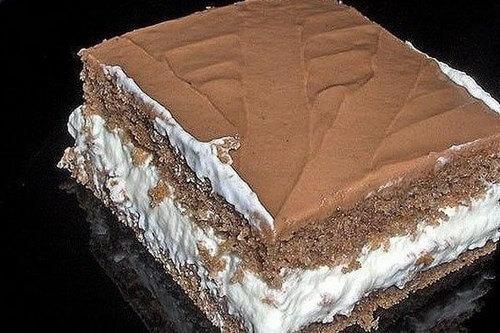 Торт со сметанно-ванильным кремом и сливочной глазурью