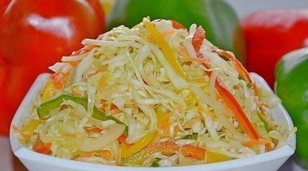 Вкусный осенний салат «Витаминный» с капустой, морковью, сладким перцем