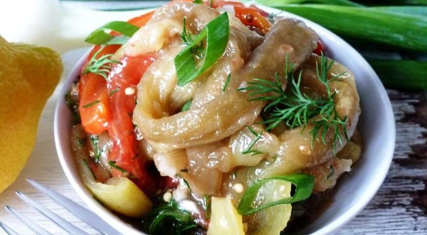 Восточный салат из запеченных овощей с заправкой из меда с кориандром