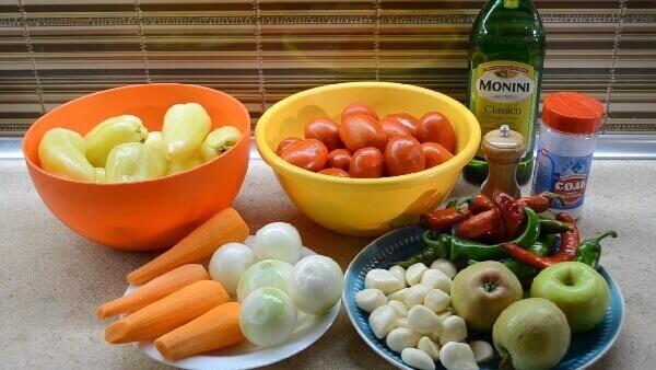 Аджика из помидор, перца, чеснока, яблок