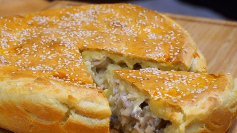 Аппетитный пирог с грибами и куриным филе