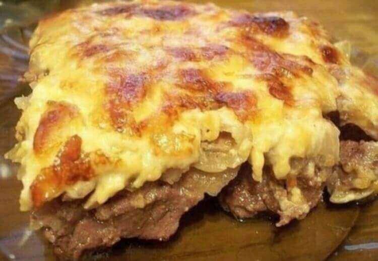 Ароматное мясо под соусом бешамель