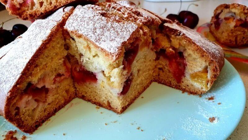Ароматный пирог с фруктами, на кефире
