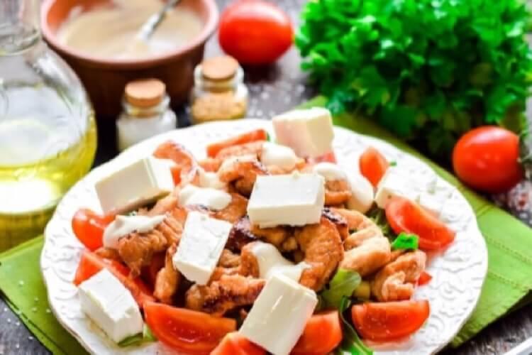 Бесподобный салат с индейкой и йогуртовой заправкой