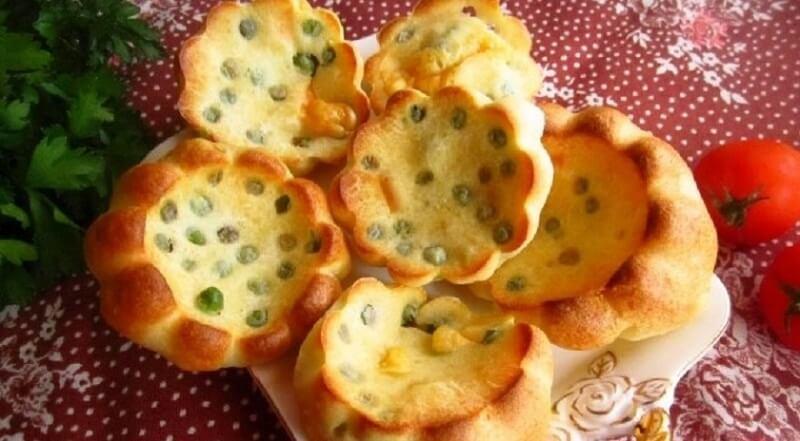 Блинные булочки с зеленым горошком