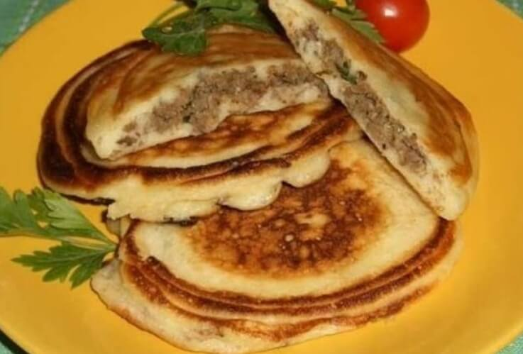 Быстрые оладушки с мясной начинкой