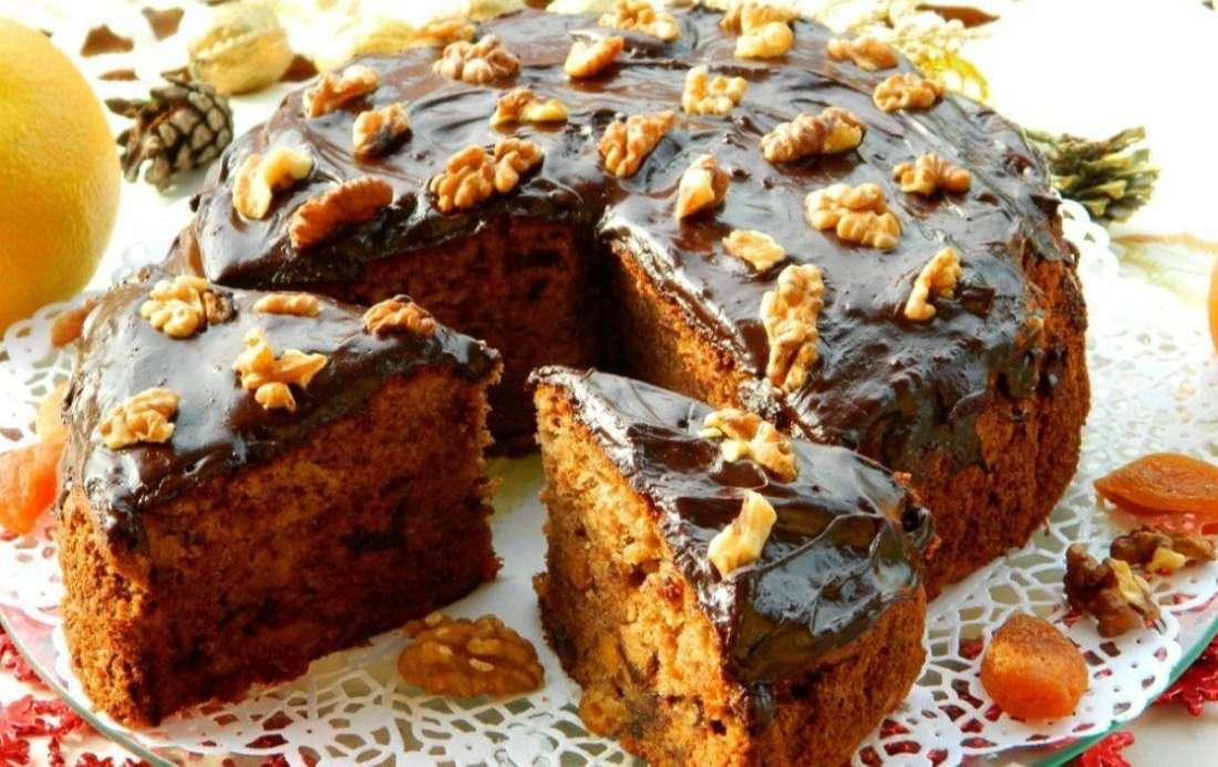 Чайный пирог с орехами и сухофруктами