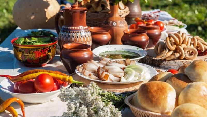 Святая Троица: разнообразные варианты меню праздничного стола