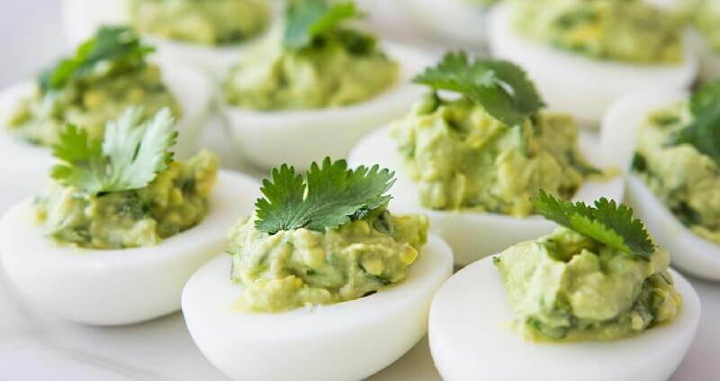 Фаршированные яйца: простой низкокалорийный рецепт!