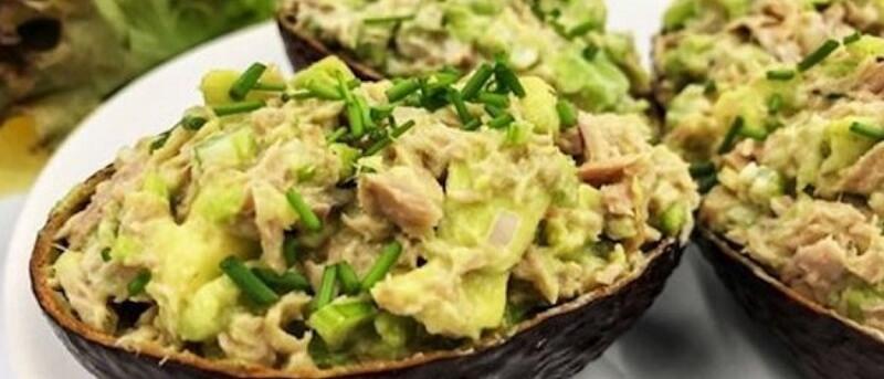 Идеальный, ароматный салат с тунцом и авокадо