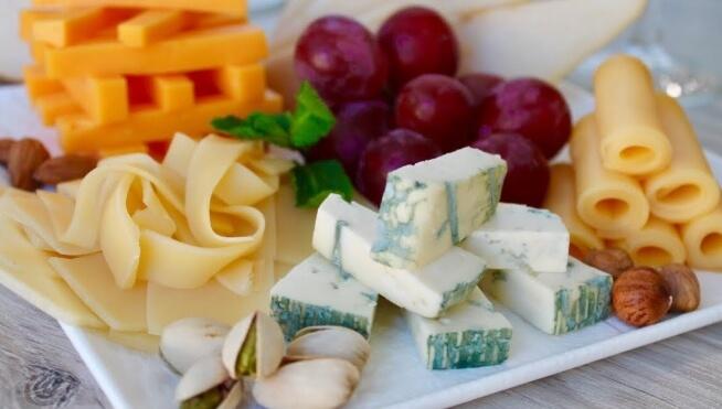 Правильно и красиво оформляем сырную тарелку