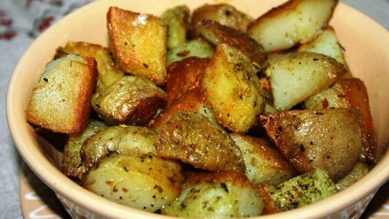 Картофель, запеченный в чесночном масле с сыром