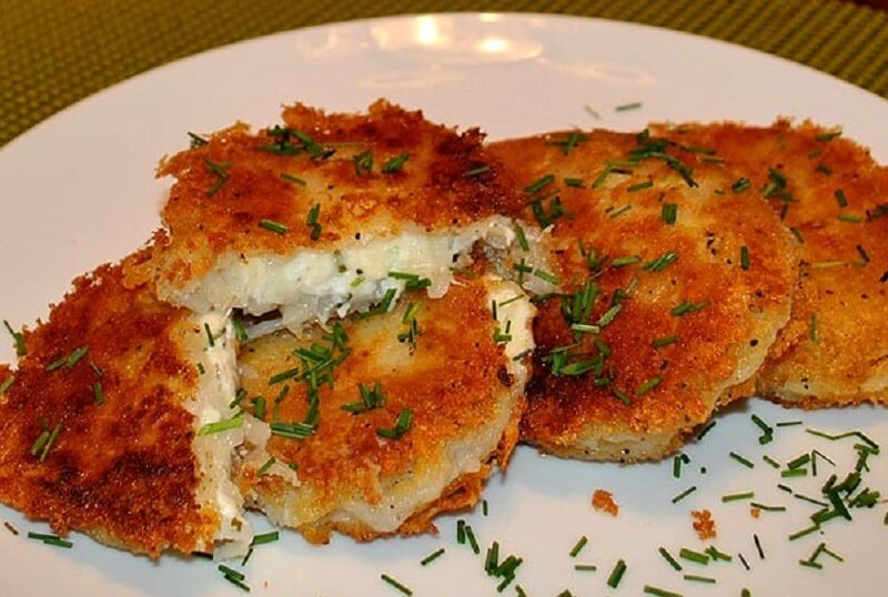 Картофельные пампушки с сырной начинкой
