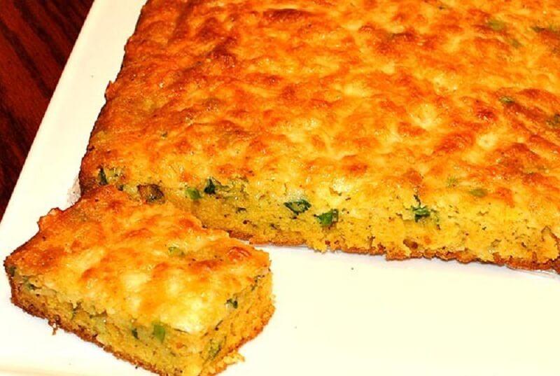 Кукурузный хлеб с зелёным луком и пармезаном