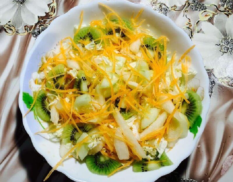 Легкий салат на скорую руку из пекинской капусты