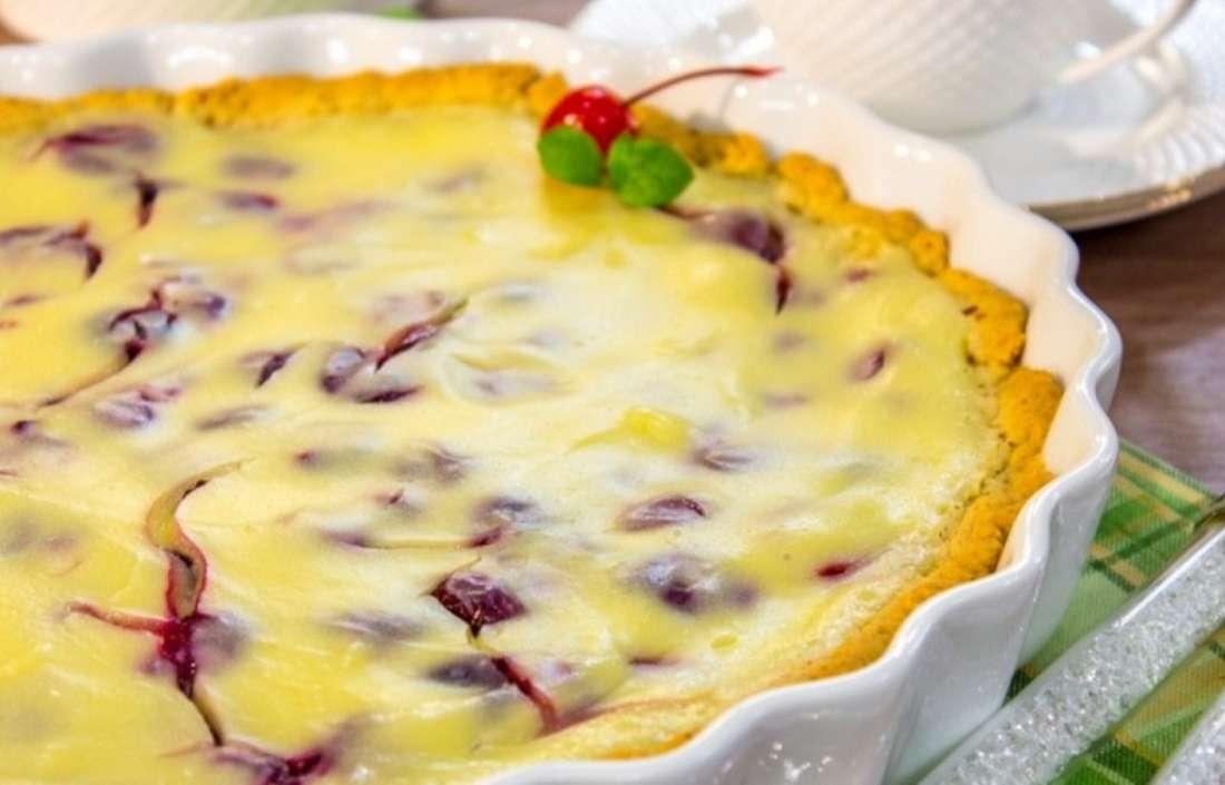 Миндальный пирог с вишней и кремом «Патисьер»