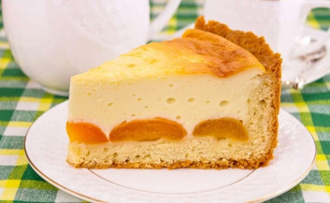 Простой рецепт пирога с абрикосами и творогом