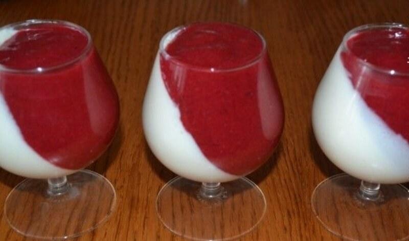 Очень вкусный творожный десерт с желатином и малиной
