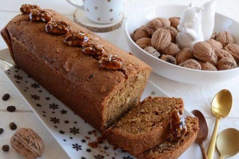 Кофейный кекс с орехами в карамели