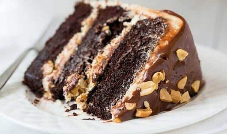 Оригинальный десерт торт «Сникерс»