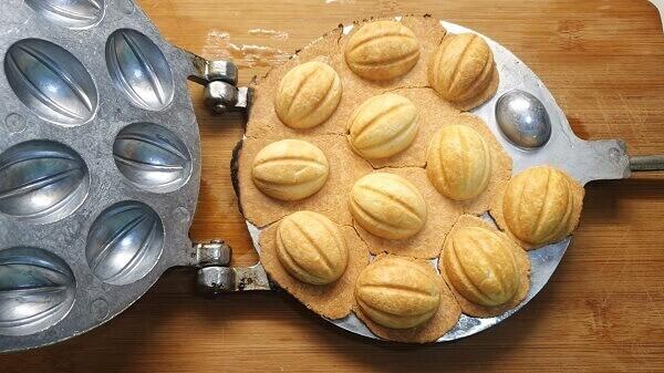 Печенье «Орешки» со сгущенкой в орешнице