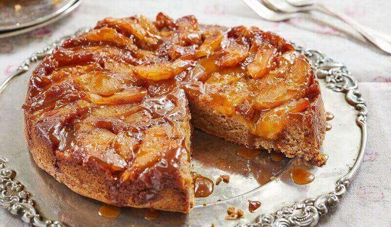 Рецепт перевернутого пирога с яблоками и карамелью