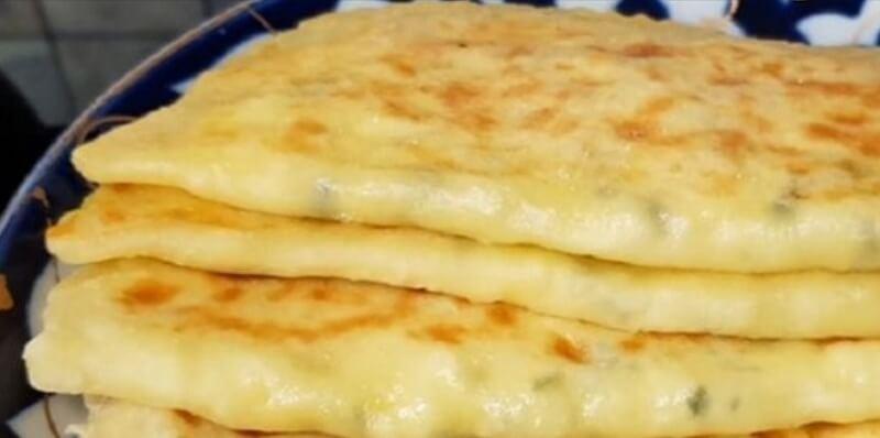 Потрясающий рецепт сытных ароматных сырных лепёшек