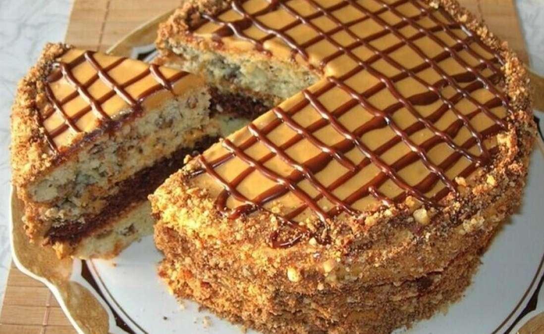 «Праздничный» тортик с орехами и изюмом