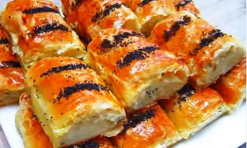 Простой рецепт вкусных пирожков из слоённого теста