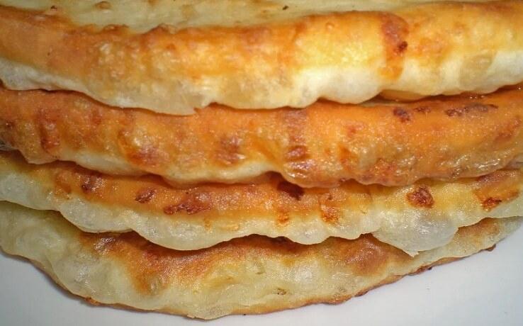 Пышные бездрожжевые сырные лепешки