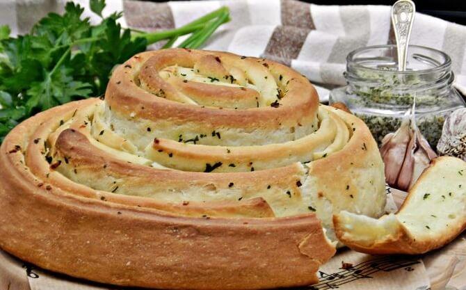 Рецепт хлеба с чесноком и зеленью