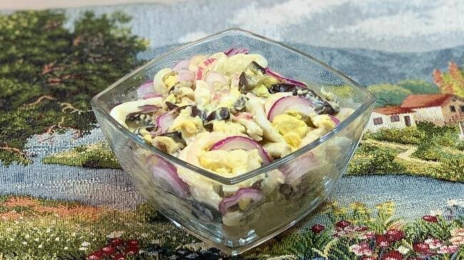 Салат с баклажанами, яйцами и луком