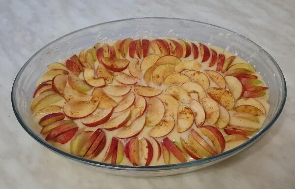Шарлотка с яблоками и грушами. Рецепт на кефире!
