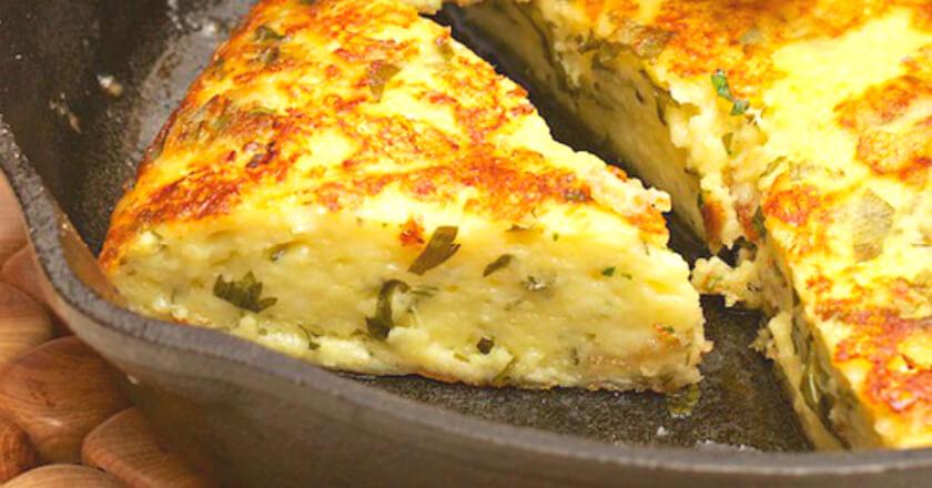 Сырная лепешка на сковороде