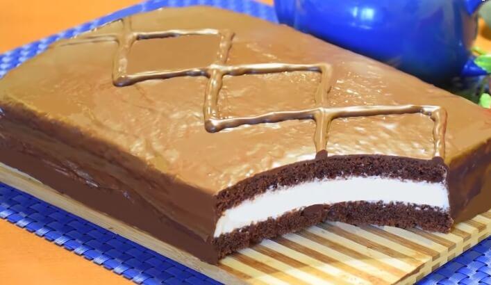 Торт из шоколадного бисквита и сливочного крема